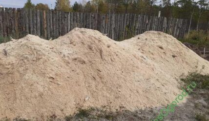 Как применять древесный опил на садовом участке