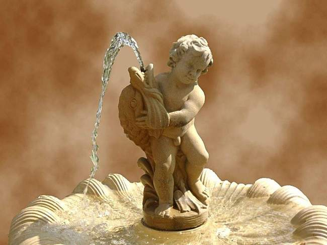 Декоративный фонтан - мальчик