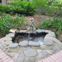Декоративный фонтан для дачи: Оформление, расположение и защита