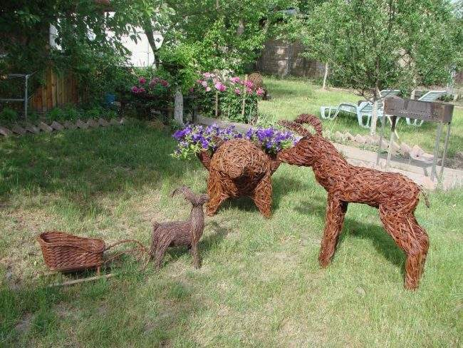 Плетеные животные на даче
