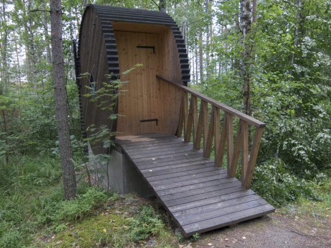 Круглый туалет на даче