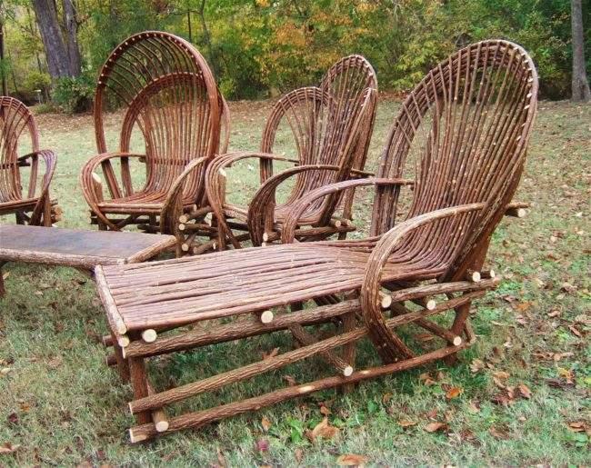 Плетеная мебель в саду