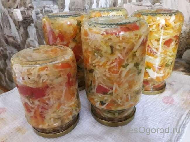 Подготовка банок с салатом Витаминным с капустой к хранению зимой