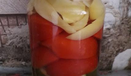 Салат из помидоров и огурцов в маринаде на зиму