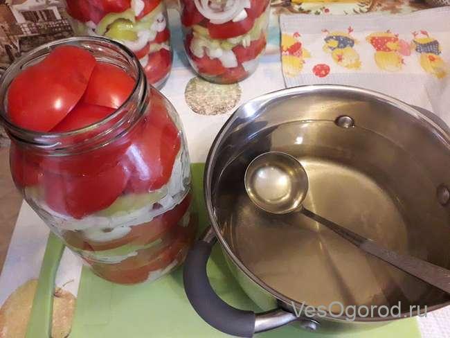 Заливаем помидоры маринадом