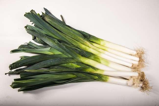 уборка урожая лук-порея